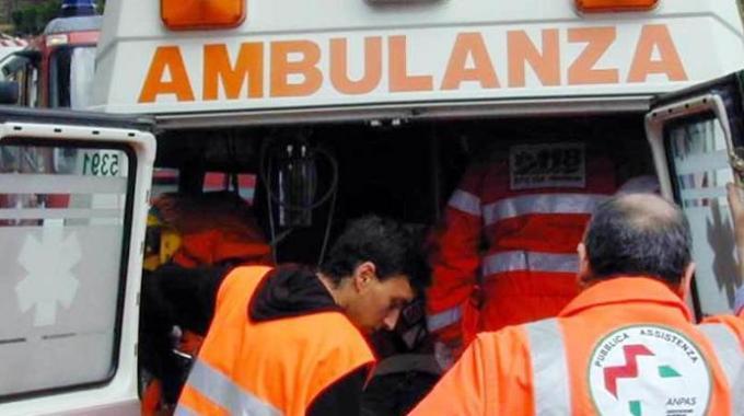 Roma, incidente mortale a Casal Bernocchi: auto contro bus Tpl