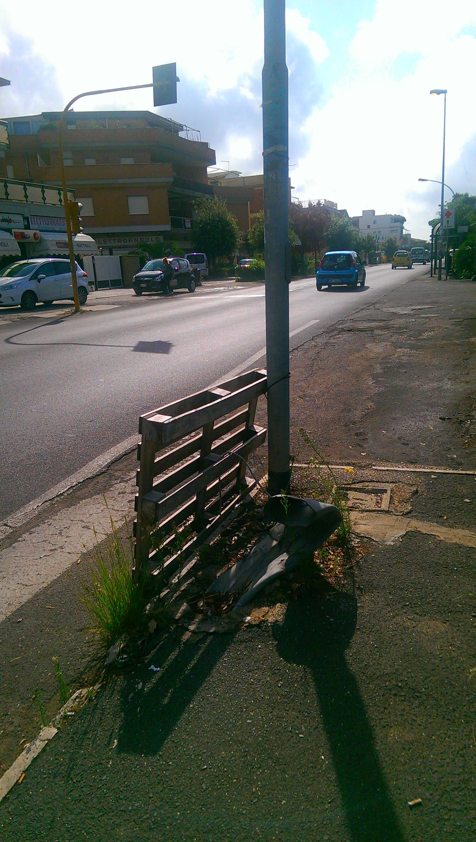 Le foto del giorno via ardeatina pericoli al semaforo di for Quotazione ferro vecchio in tempo reale