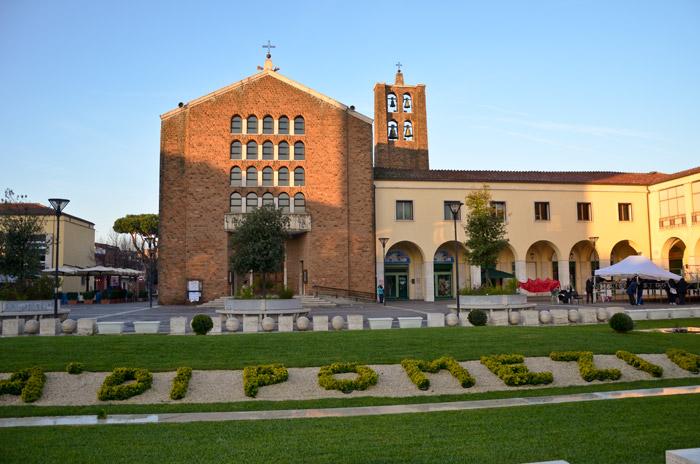 Piazza indipendenza Pomezia chiude la domenica