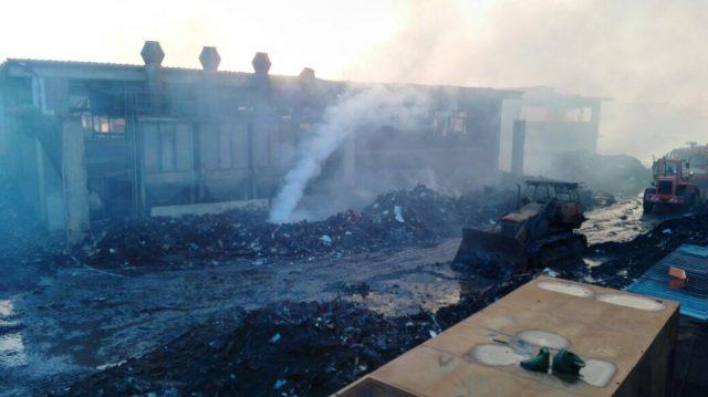 Maxi incendio a Pomezia, fiamme e fumo visibili dalla via Pontina