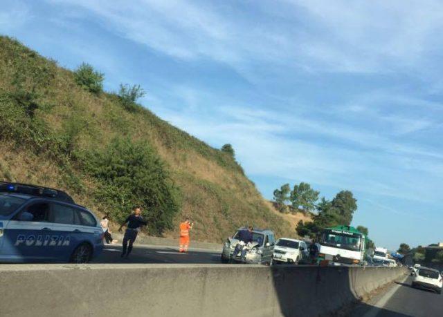 Incidente mortale sulla Pontina, morto un motociclista