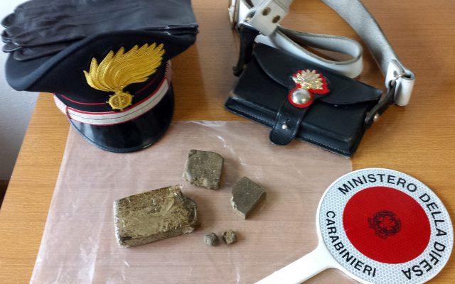 Scoperto deposito di droga, sequestrata anche Amnesia: la marijuana bagnata con l'eroina