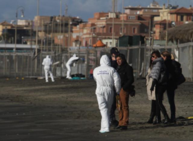 """Ostia, ritrovato un cadavere sulla spiaggia: sono in corso le indagini"""""""