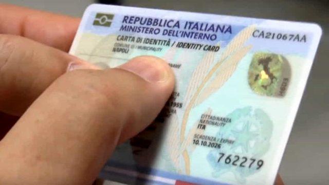 Bari, la Carta d'Identità elettronica non viene emessa. Funzionari del Comune aggrediti