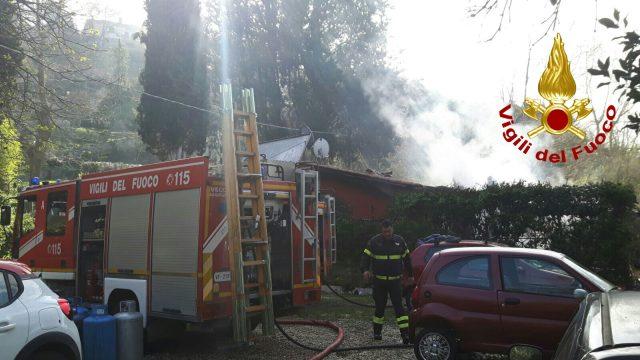Roma, a fuoco due baracche: una vittima