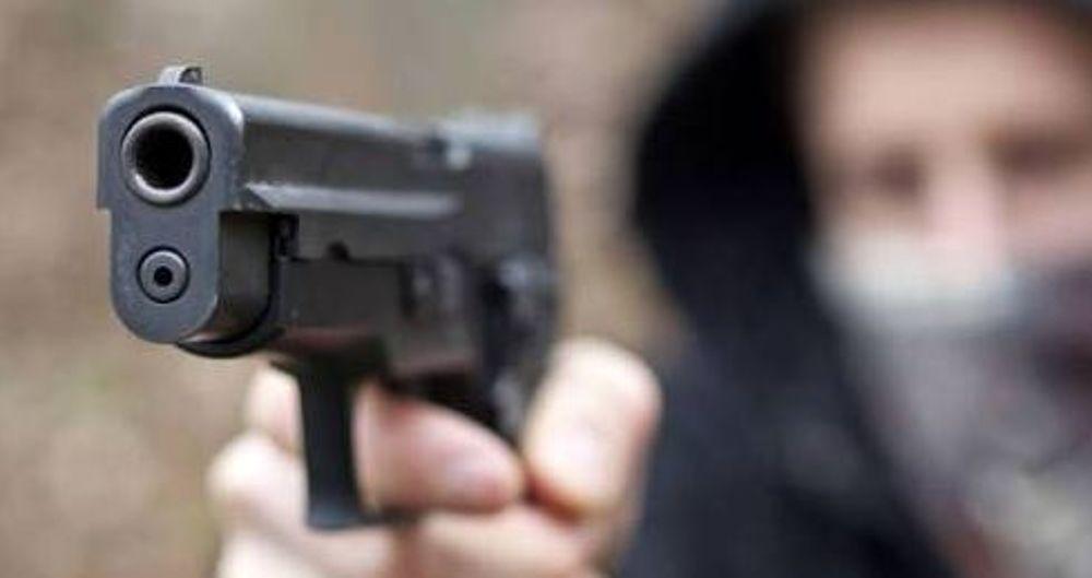 velletri minaccia il vicino con una pistola