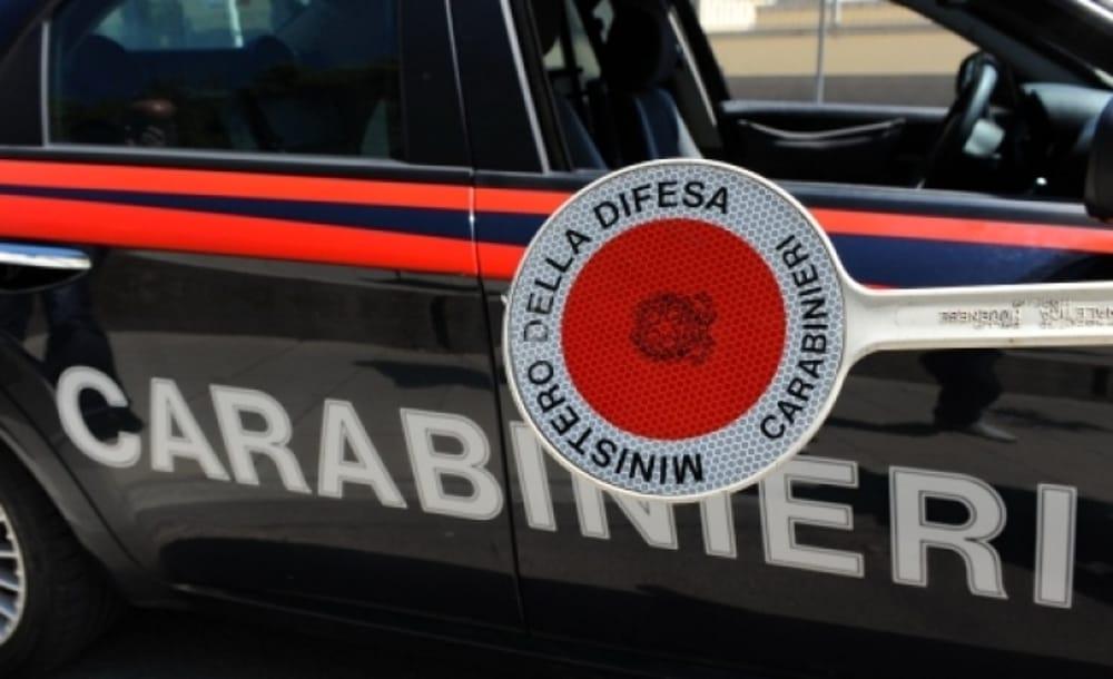 Carabinieri alt gettano droga dall'auto Colonna