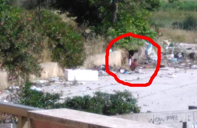 Ardea salzare donne 39 vanno al bagno 39 in mezzo ai rifiuti puzza e mosche ovunque foto - Puzza di fogna in bagno ...