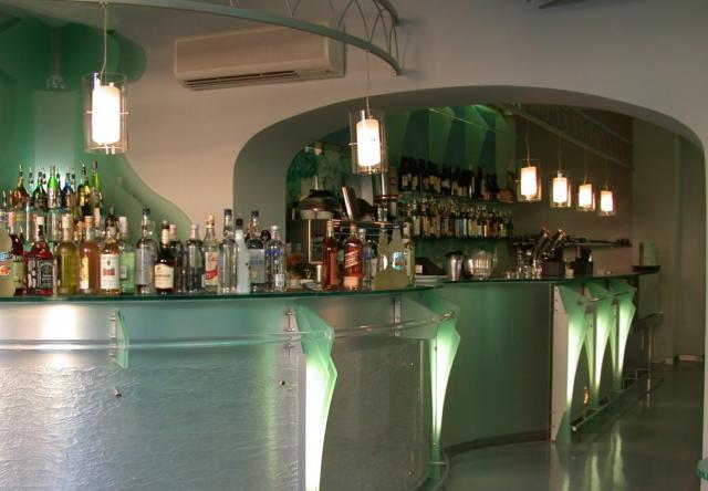 Arredamento Bar Stile Vintage : Motivi per dotarsi di un carrello bar westwing magazine