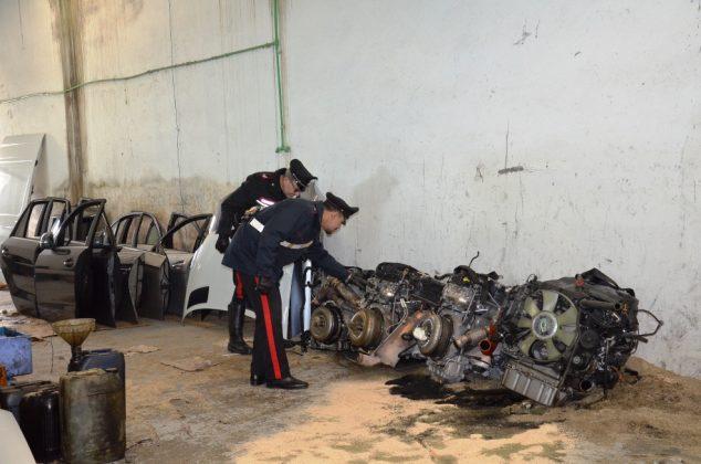 capannone riciclaggio auto Pomezia