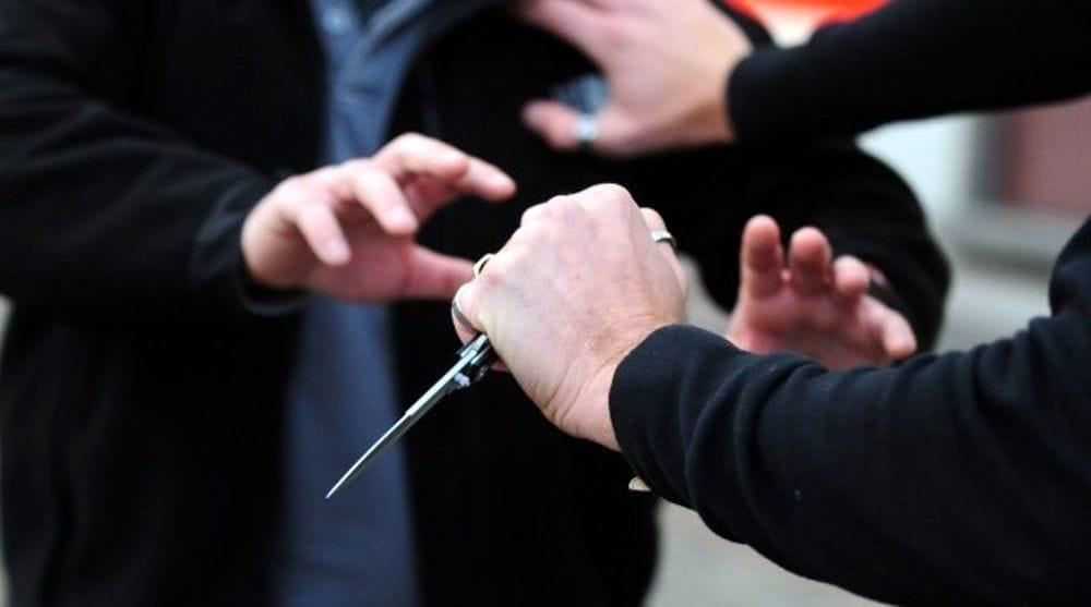 Dall'auto parcheggiata male, alla lite con coltelli e bicchieri rotti: denunciato 43enne