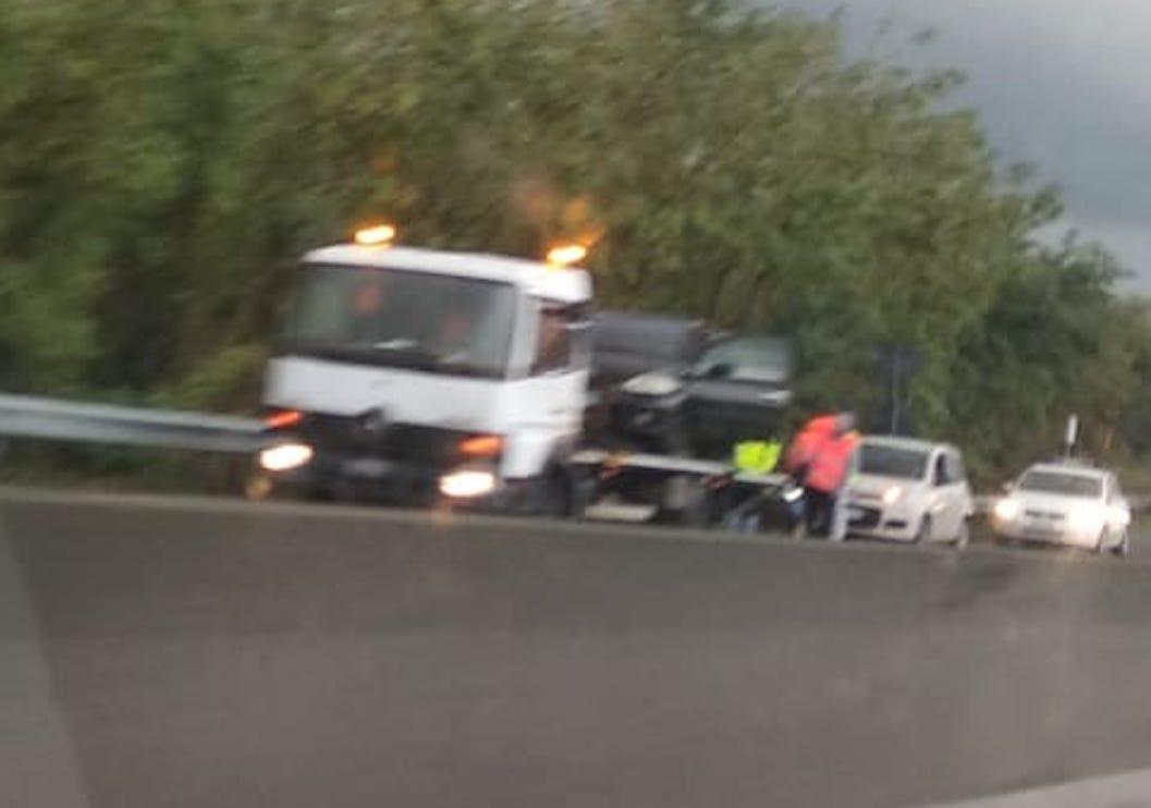 Pontina, traffico in tilt: incidente e lavori in corso altezza Pomezia - Il Corriere della Città