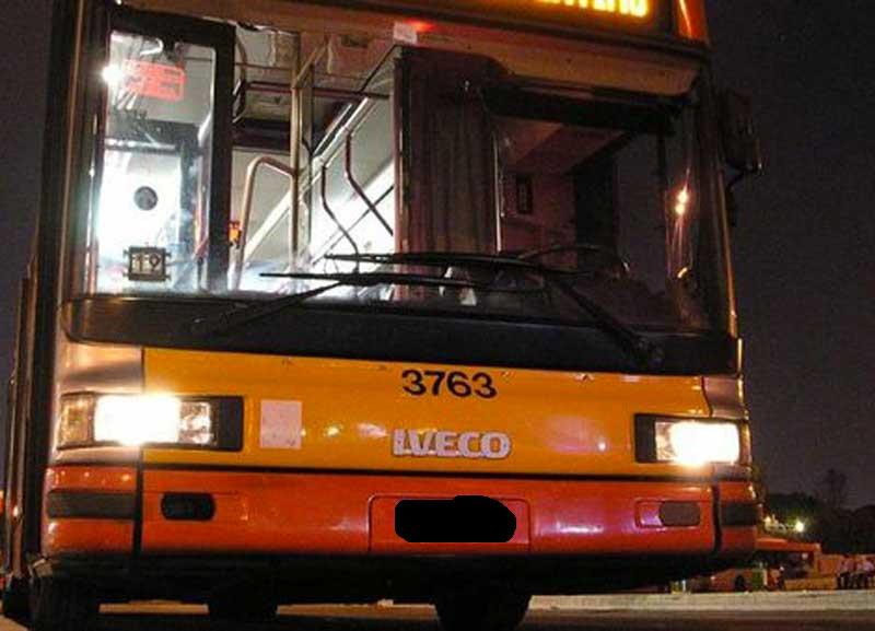 aggressione contro bus