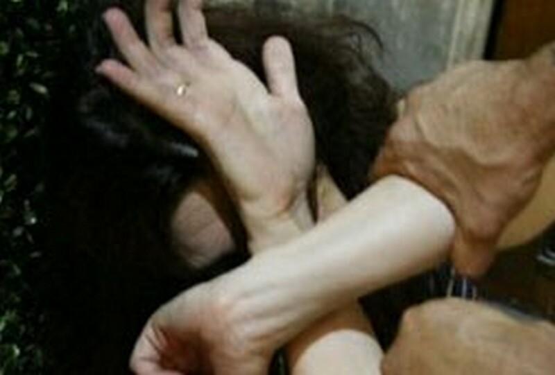 Acilia violenza moglie