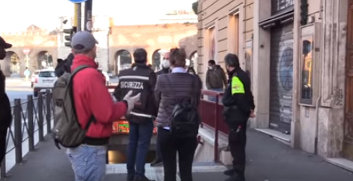 """Roma, come sarà prendere la metro nella """"Fase 2"""""""