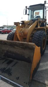 Parcheggia Caterpillar da oltre 13 tonnellate, ma è senza as