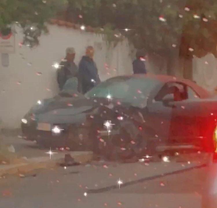 Frontale fra 2 auto: 3 feriti, grave una donna