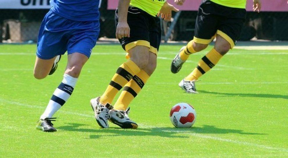 Quando si potrà tornare a giocare a calcetto: data riaperture, regole e novità per gli sport di contatto