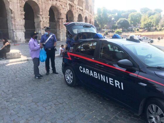Roma, lotta all'abusivismo commerciale e al degrado: sanzionate 10 persone, sequestrati oltre 500 articoli