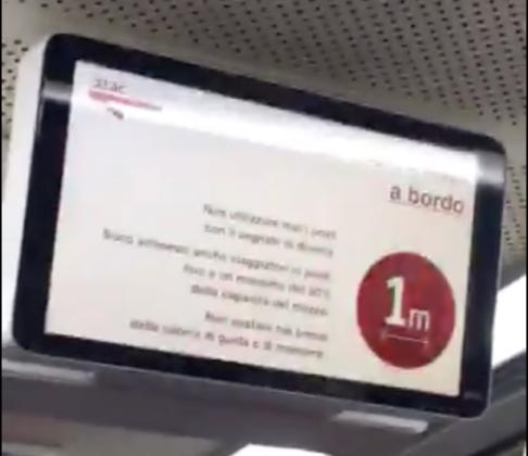 Foto del giorno. Linea Roma Lido interrotta, ecco come viaggiano gli utenti sui bus sostitutivi