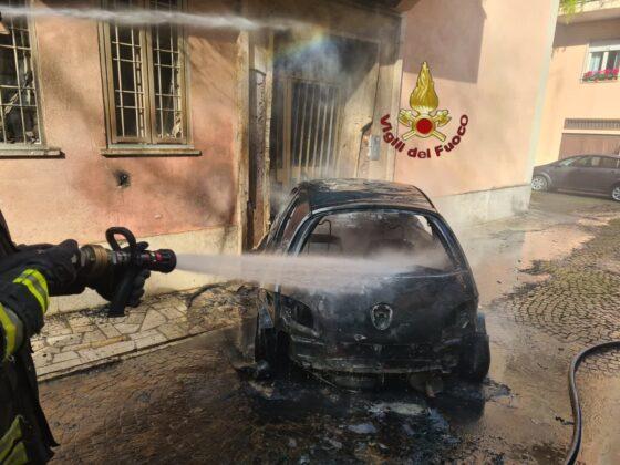Paura a Roma: un'auto a Gpl prende fuoco (FOTO)
