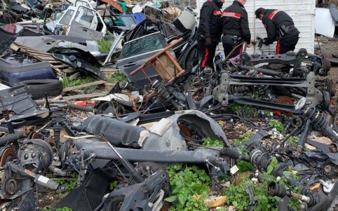 Roma. 'Sfascio' illegale e auto rubate: la vasta area era già sotto sequestro (FOTO)