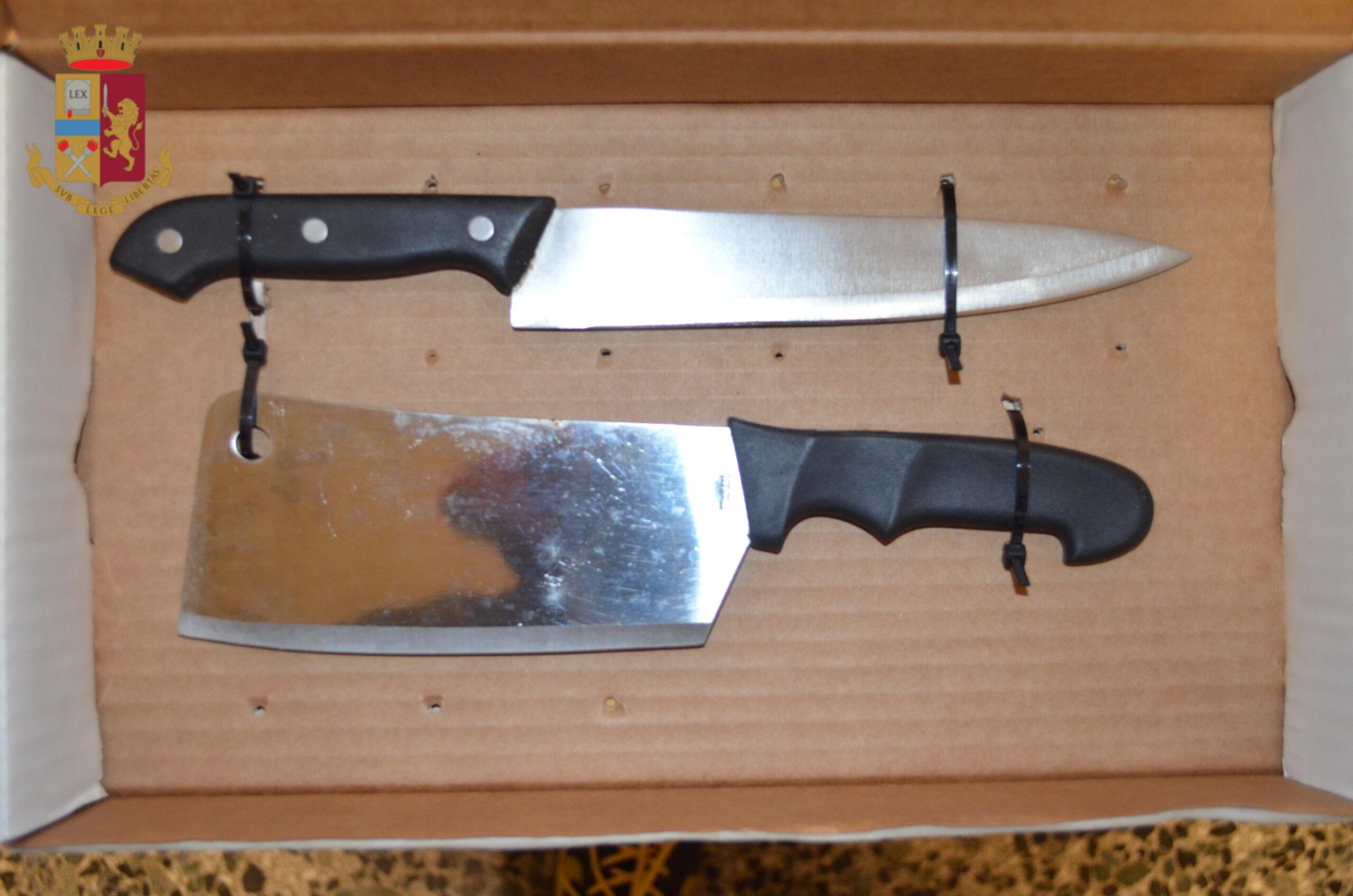 coltelli in macchina a velletri