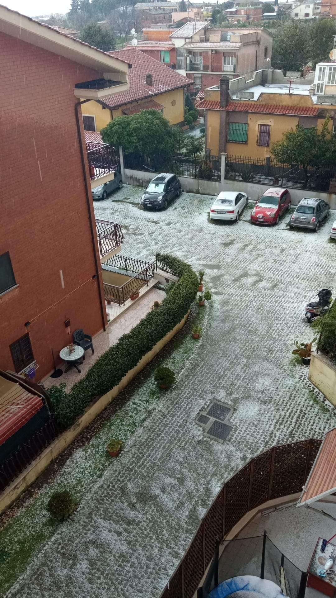 Lazio, maltempo nella Capitale: ai Castelli mix di neve e grandine (FOTO)