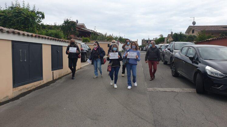 Ardea: Cittadini stanchi delle buche, vanno a manifestare sotto casa del Sindaco