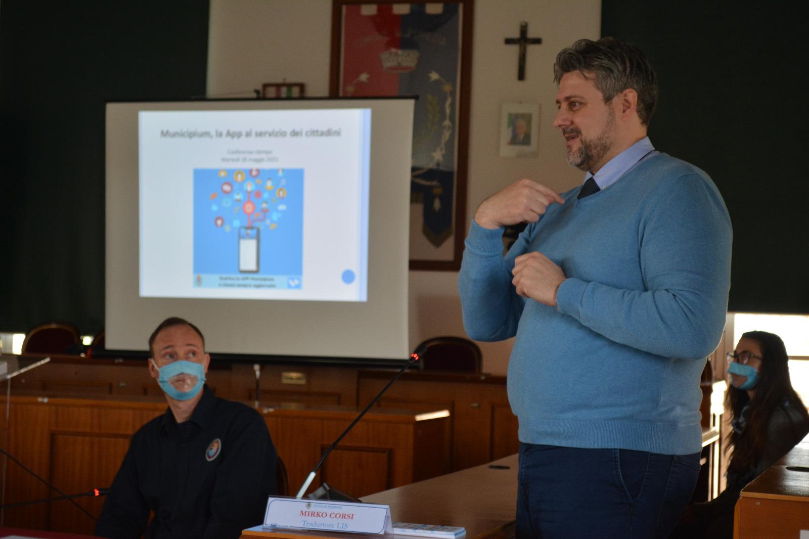 Pomezia, App Municipium: attivato il pronto intervento della Polizia Locale per persone sorde