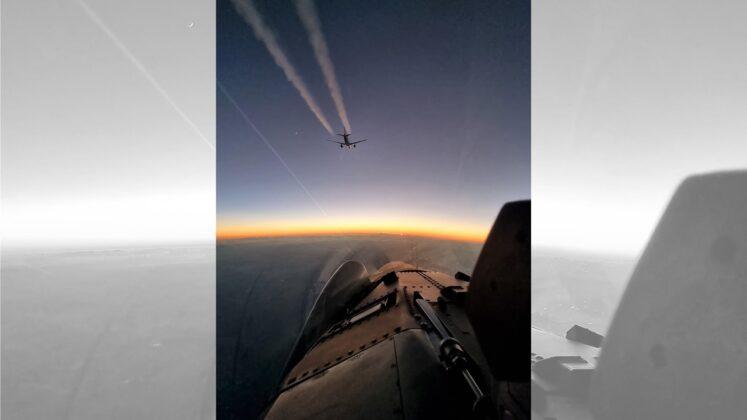 Aereo di linea perde il contatto radio, scatta l'allarme: due Caccia decollano per identificarlo (FOTO)