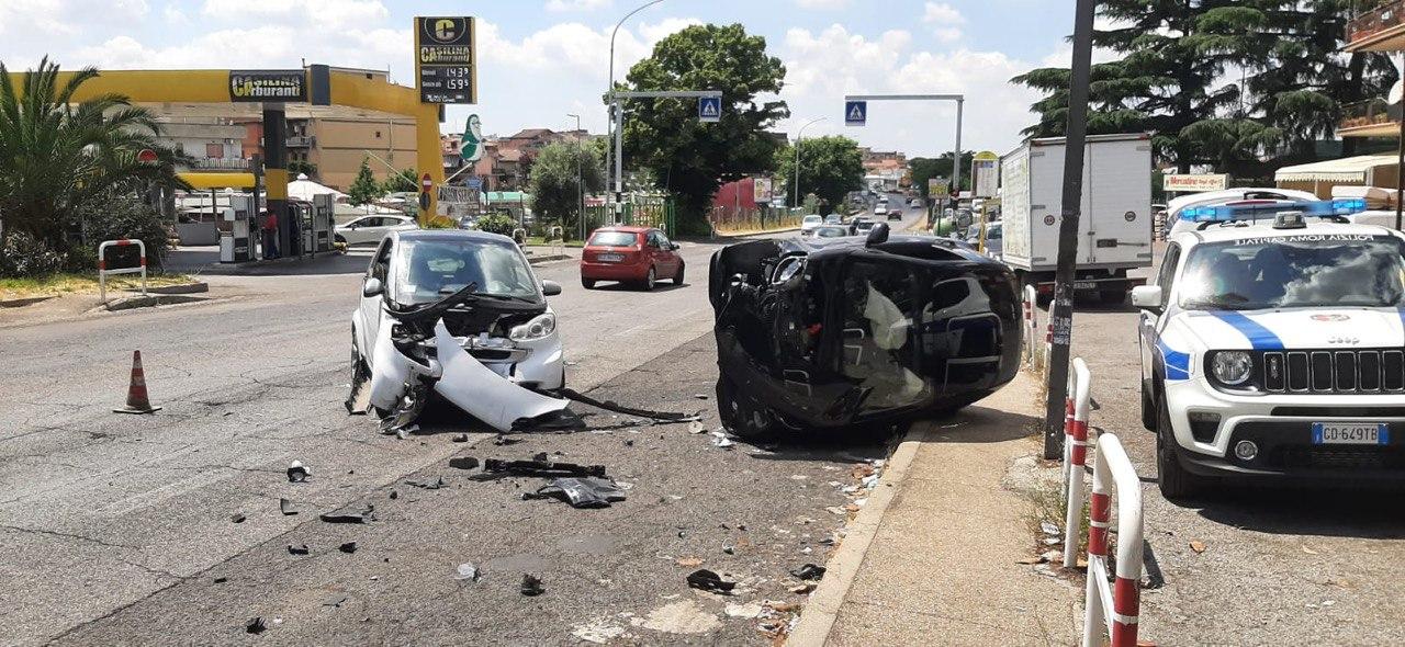 Roma provoca incidente via Casilina e fugge