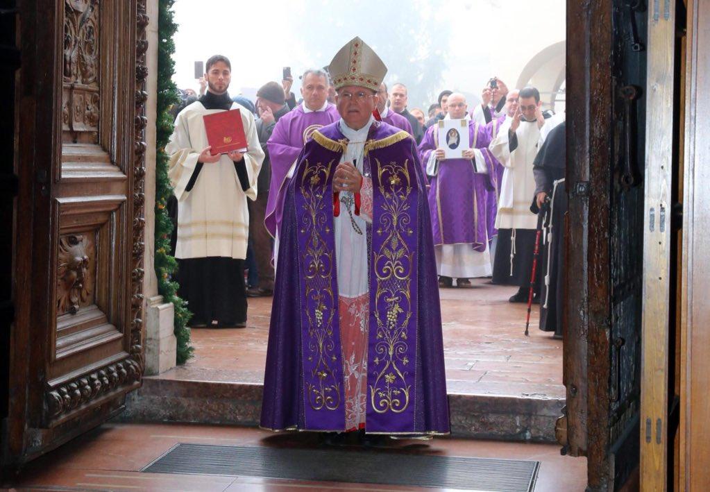 Chi è Domenico Sorrentino vescovo di Assisi