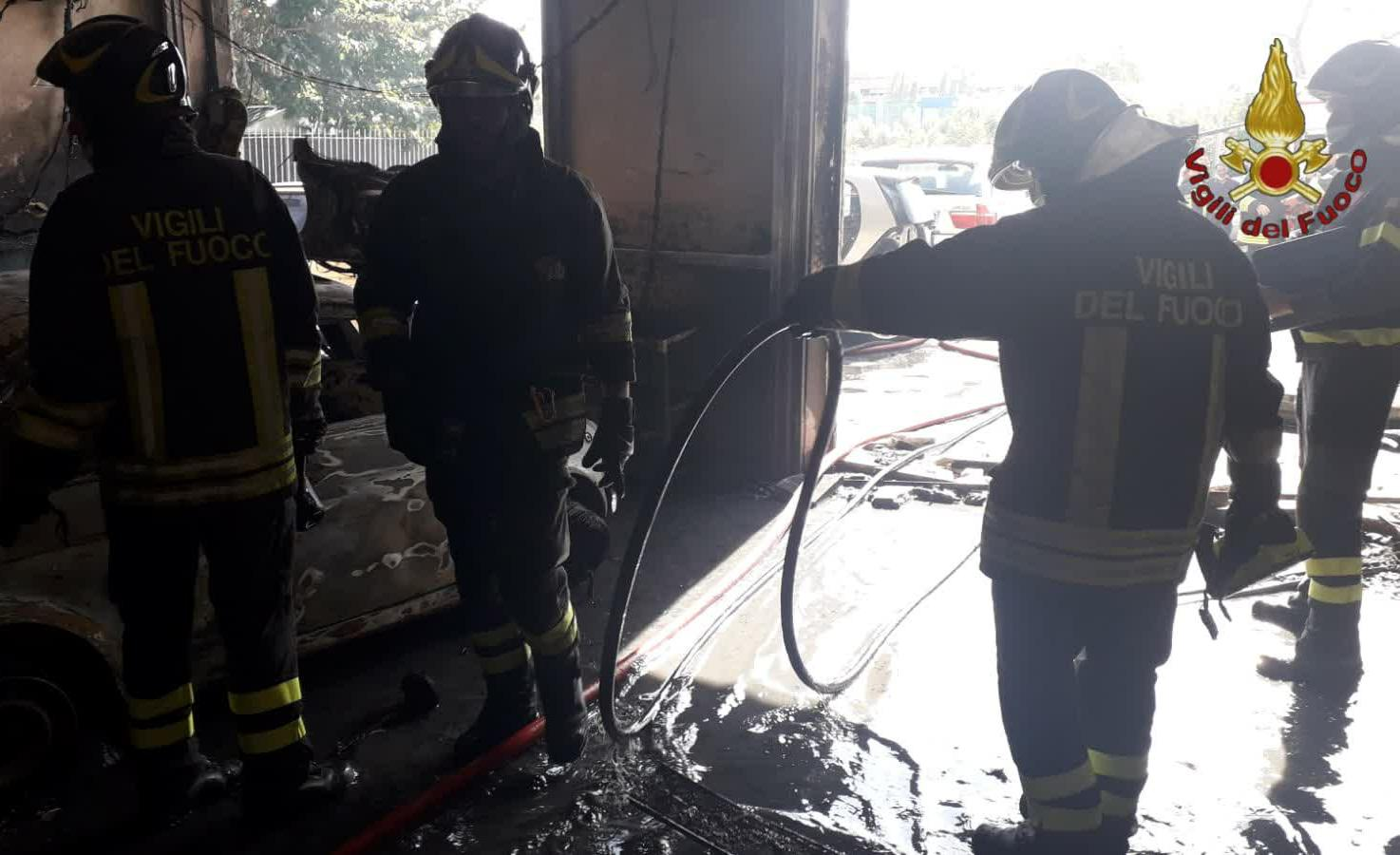 Incendio officina morto titolare
