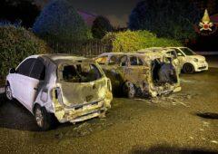 Auto in fiamme via Nazari