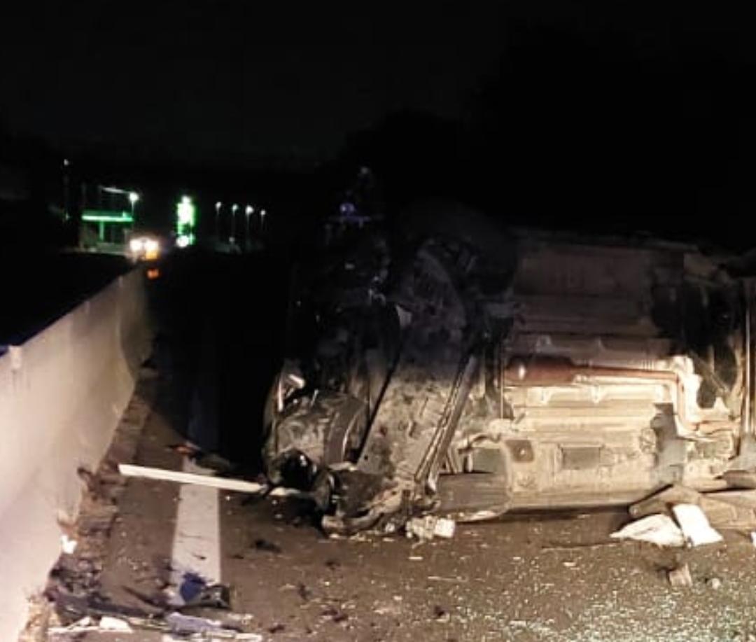 Pontina, tremendo incidente in direzione Latina: auto si ribalta, coinvolti 4 bambini (FOTO)
