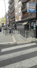 via collatina marciapiede bloccato