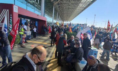 proteste aeroporto Fiumicino Alitalia